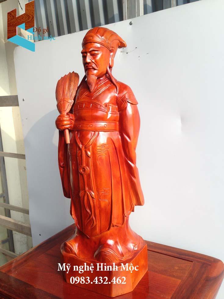 Tượng Khổng Minh gỗ xà cừ