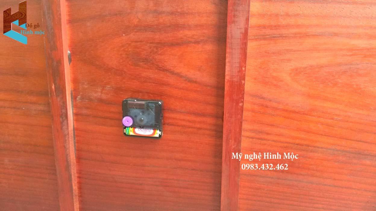 Đồng hồ tranh gỗ chữ tín