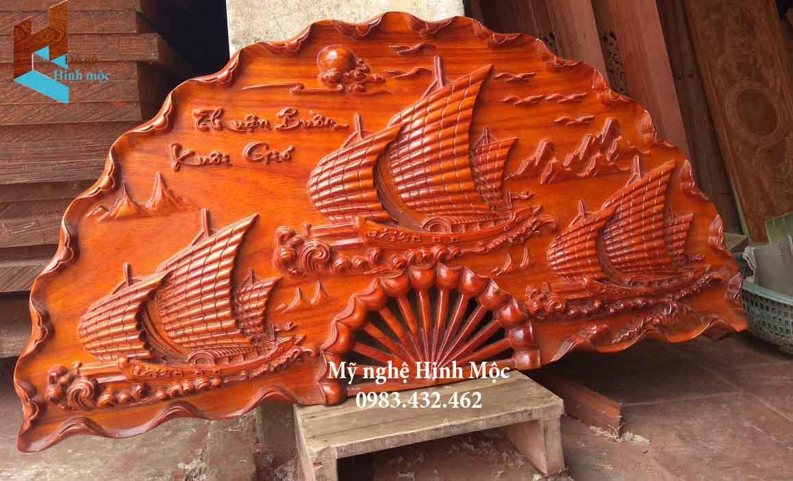 Quạt gỗ thuận buồm xuôi gió