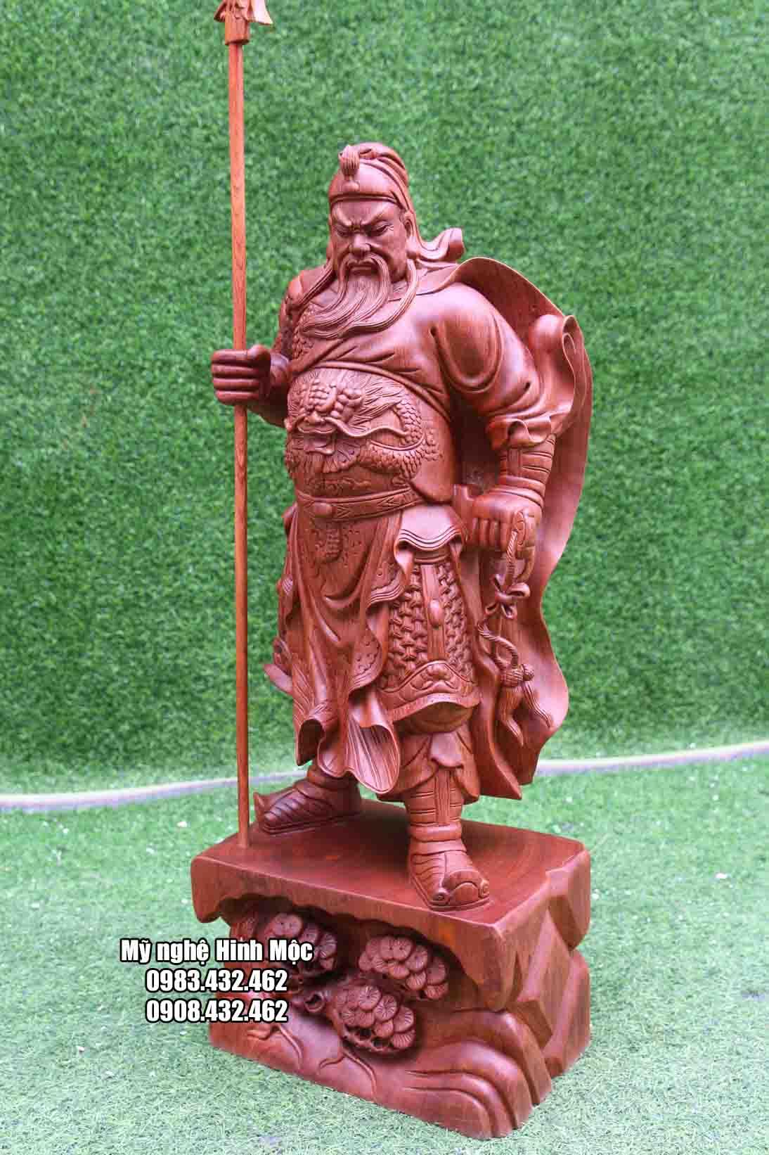 Tượng Quan Công đứng cầm đao bằng gỗ