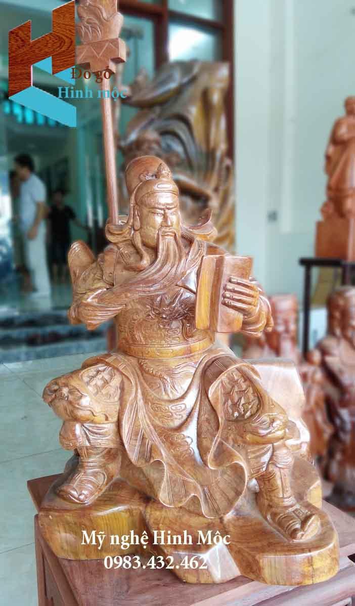 Tượng gỗ Quan Thánh ngồi đọc sách