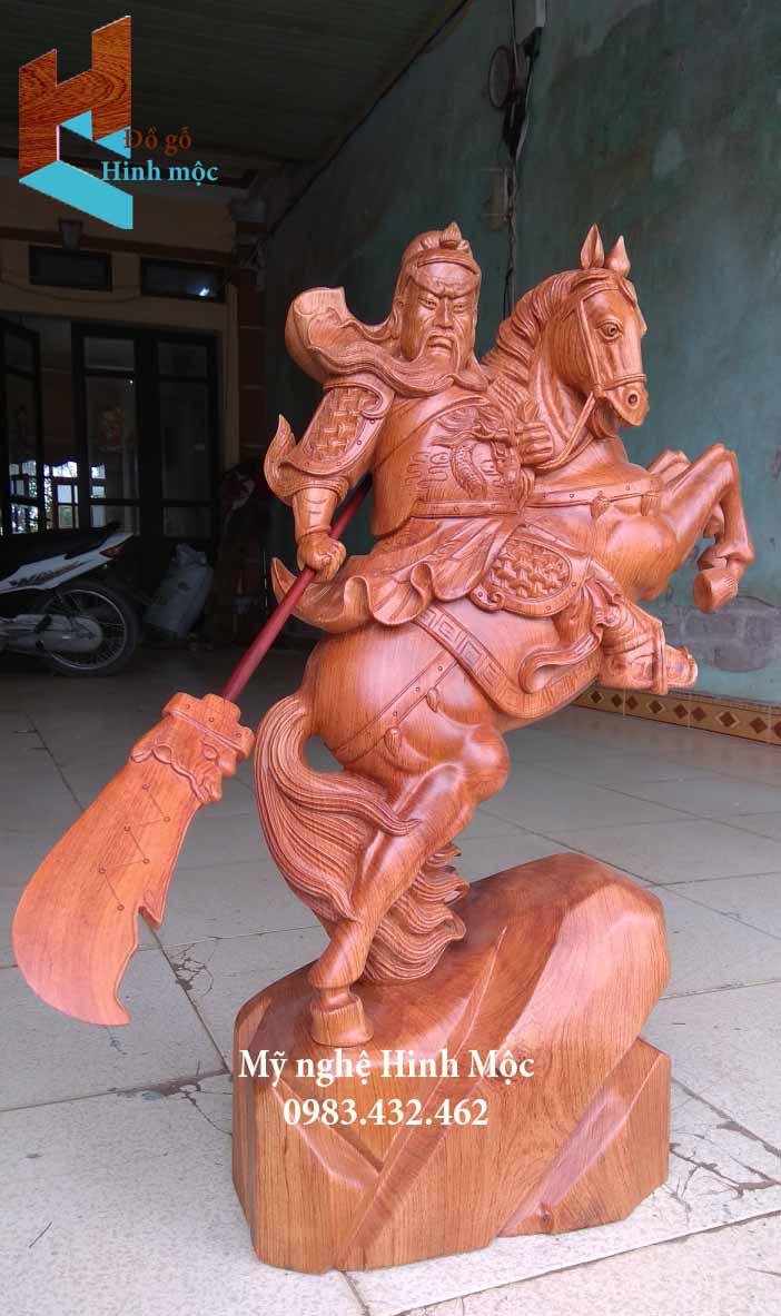 Tượng Quan Công trấn trạch gỗ hương