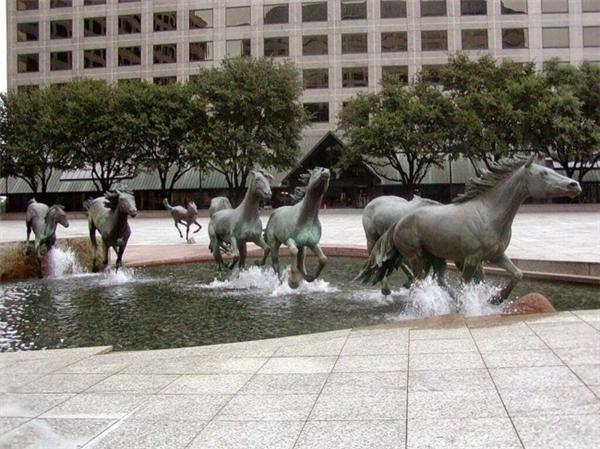 Tượng đài con ngựa