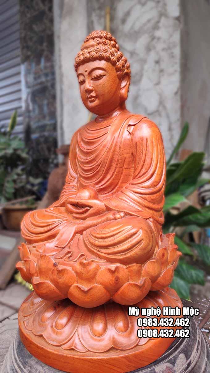 Tượng Phật Thích Ca bằng gỗ