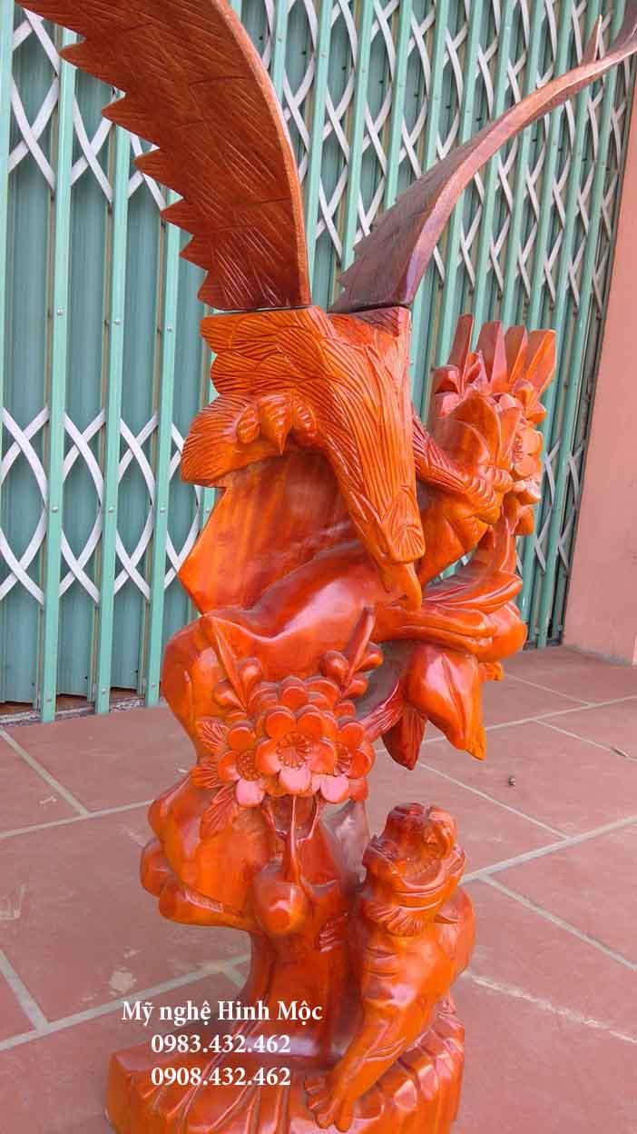 Con đại bàng bằng gỗ