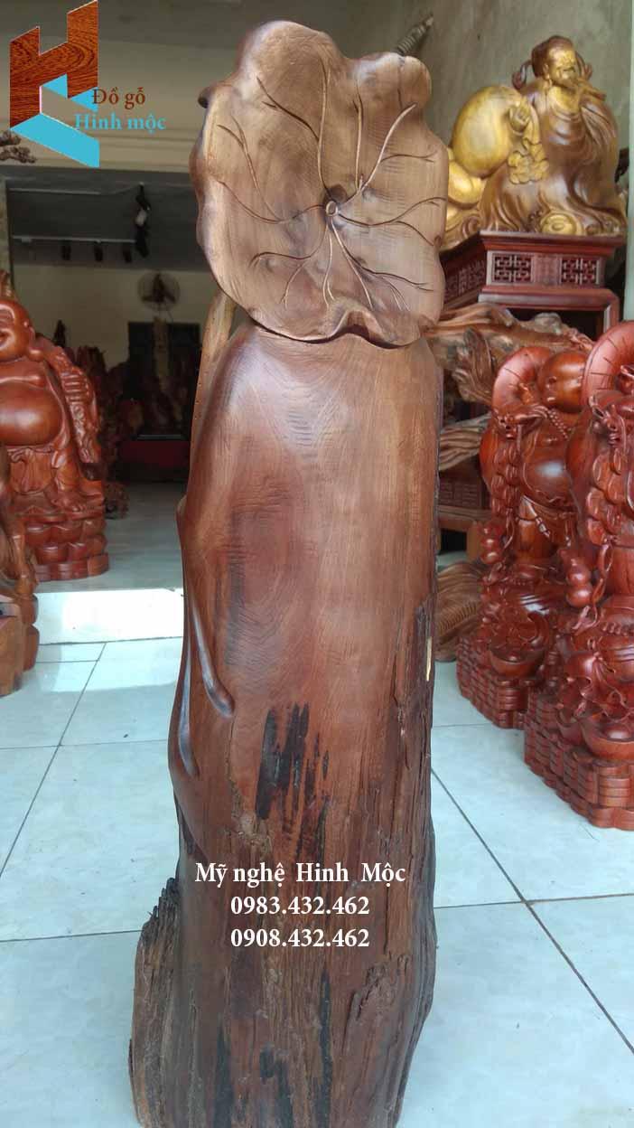 Tượng Phật Di Lặc cầm lá sen