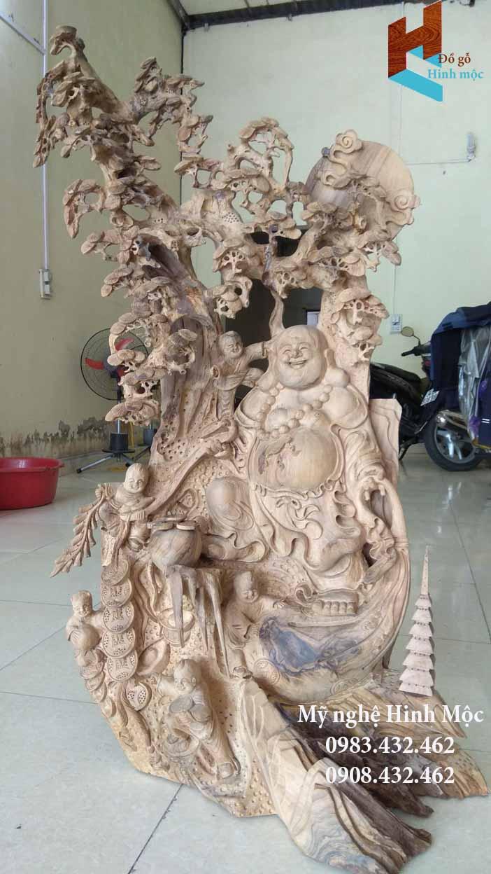 Tượng Phật Di Lặc bằng gỗ bách xanh
