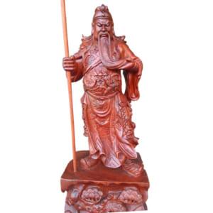 Tượng Quan Công đứng cầm đao vuốt râu