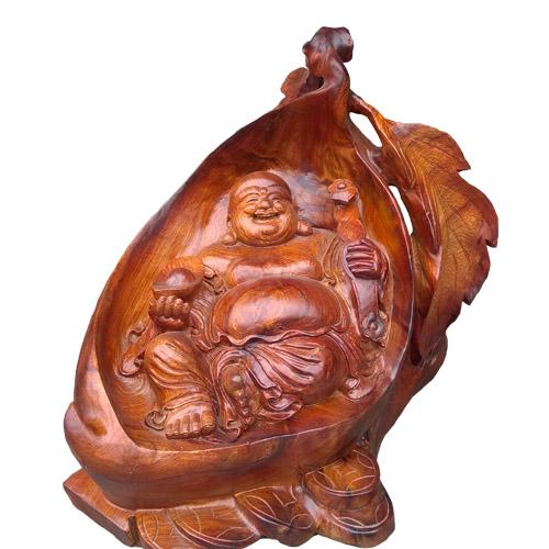 Tượng Di Lặc ngồi trong quả đào