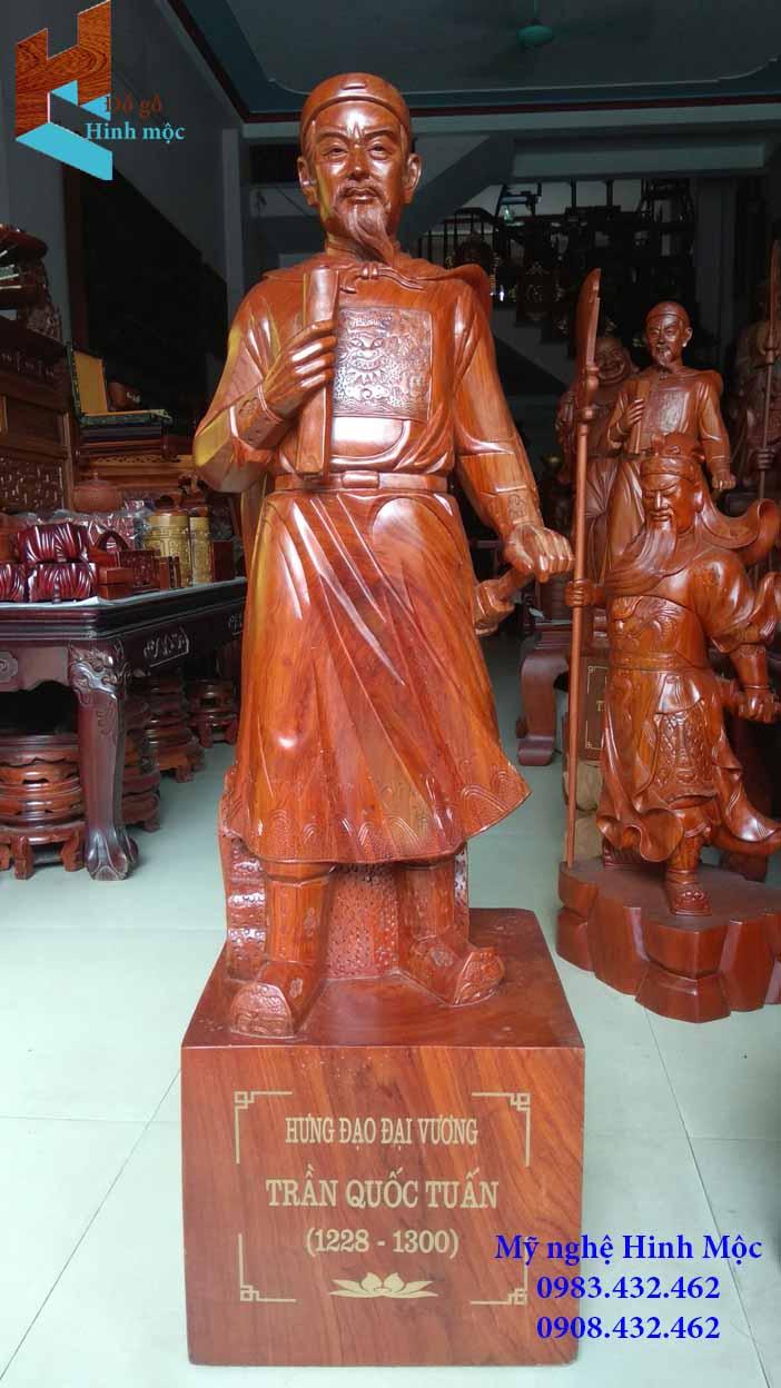 Tượng gỗ Trần Quốc Tuấn cao 1m gỗ hương