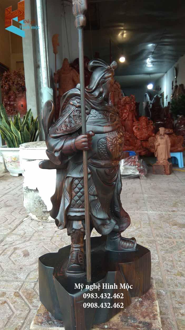 Tượng gỗ Quan Vũ chống đao