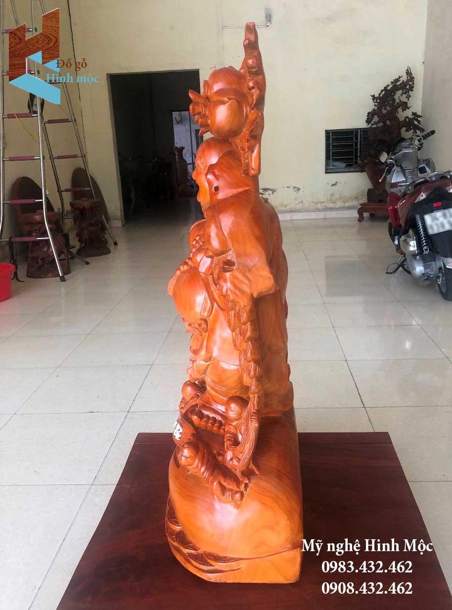 Tượng gỗ Di Lặc vác đào