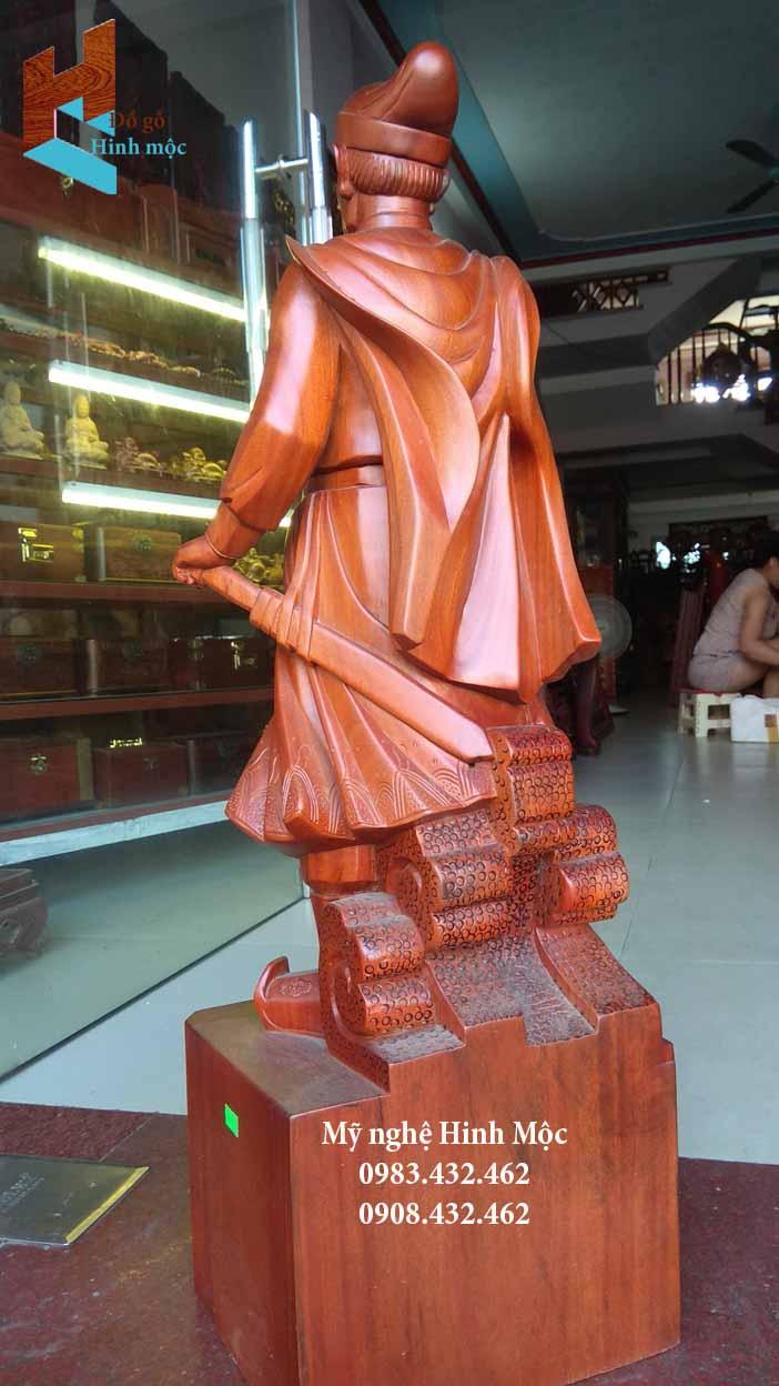 Tượng Trần Hưng Đạo bằng gỗ đẹp nhất