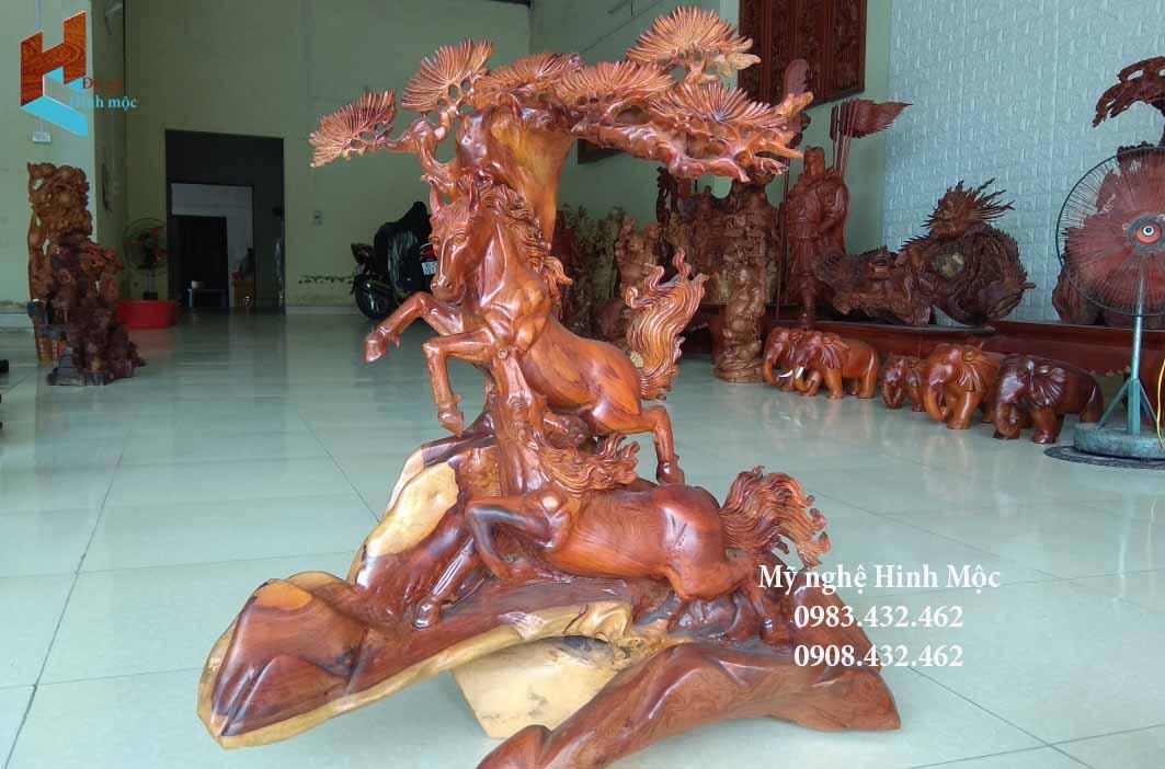 Đôi ngựa song mã bằng gỗ