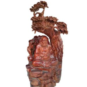 Tượng tổ Đạt Ma ngồi thiền dưới gốc Bồ Đề