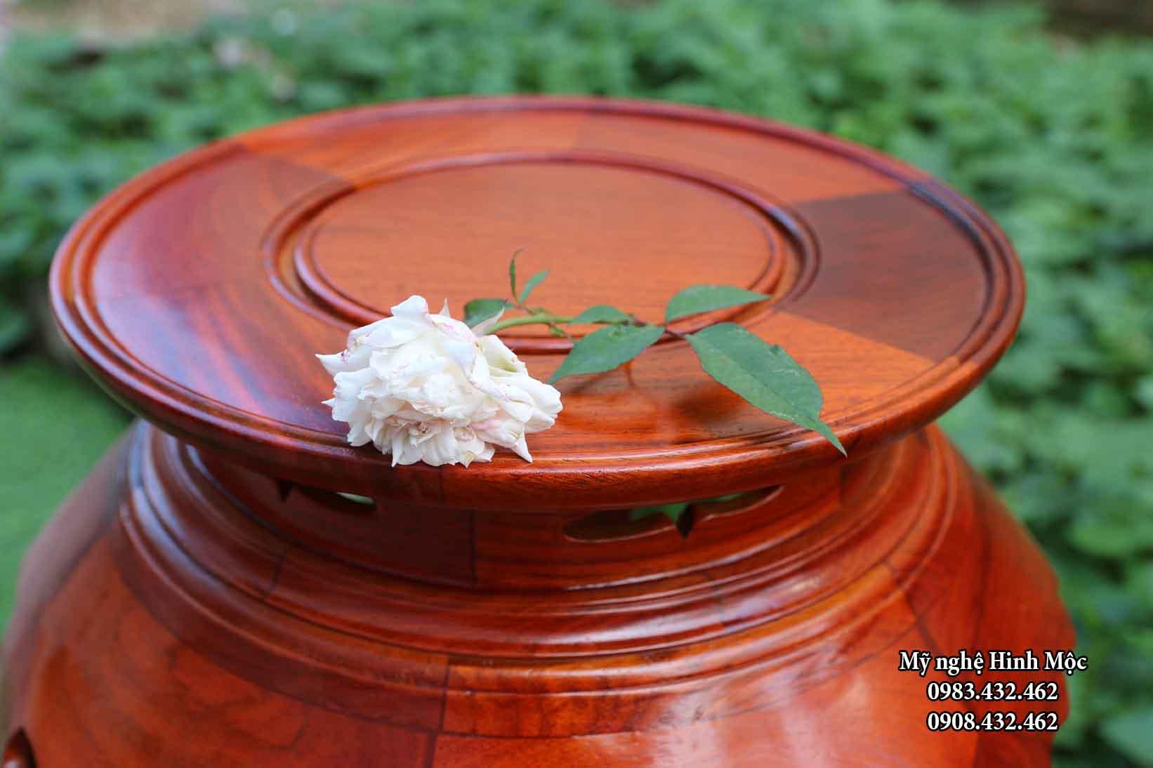 Đôn lá trầu bằng gỗ hương