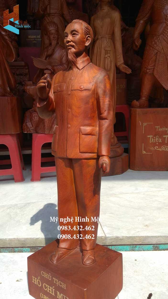 Tượng chân dung Hồ Chí Minh