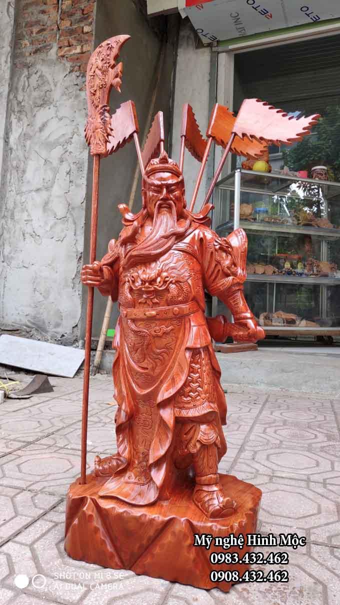Tượng gỗ Quan Công trấn trạch