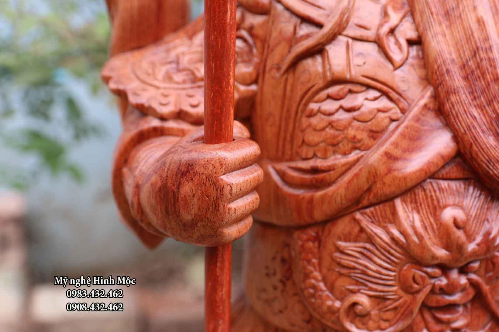 tượng gỗ quan công đứng chống đao