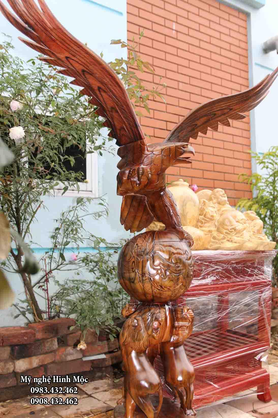 tượng gỗ chim ưng và sư tử