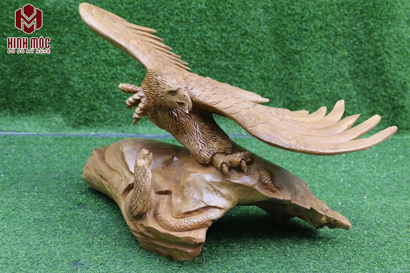 đại bàng và rắn gỗ xá xị