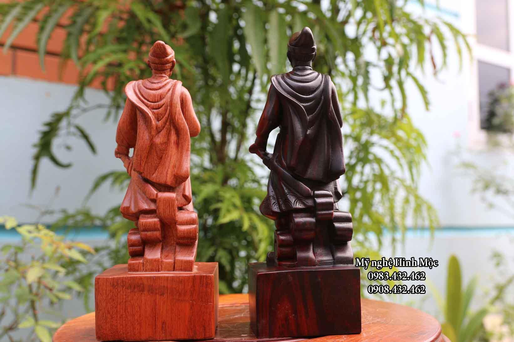 Tượng Trần Hưng Đạo gỗ trắc, gỗ hương