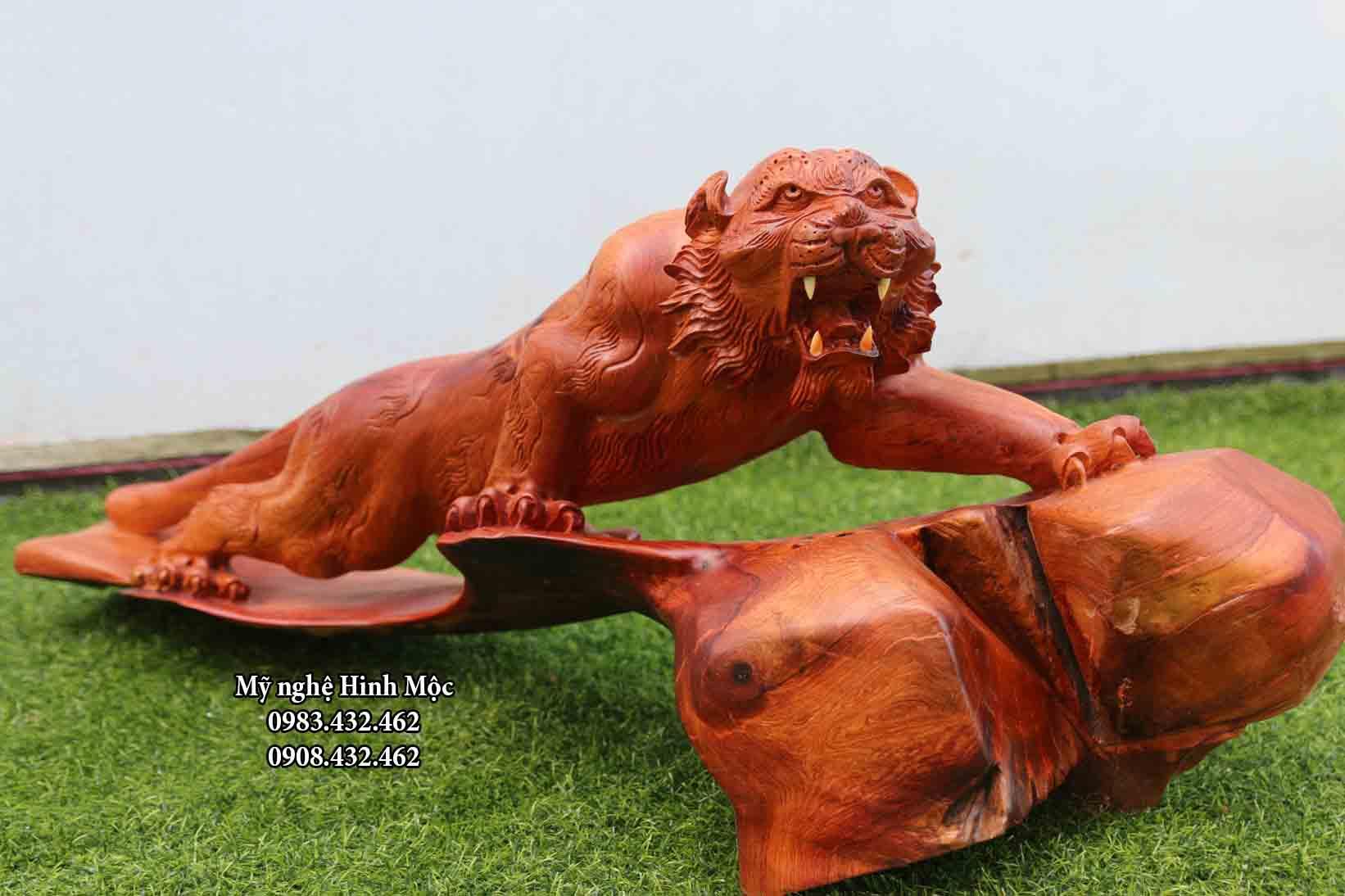 Tượng con hổ bằng gỗ