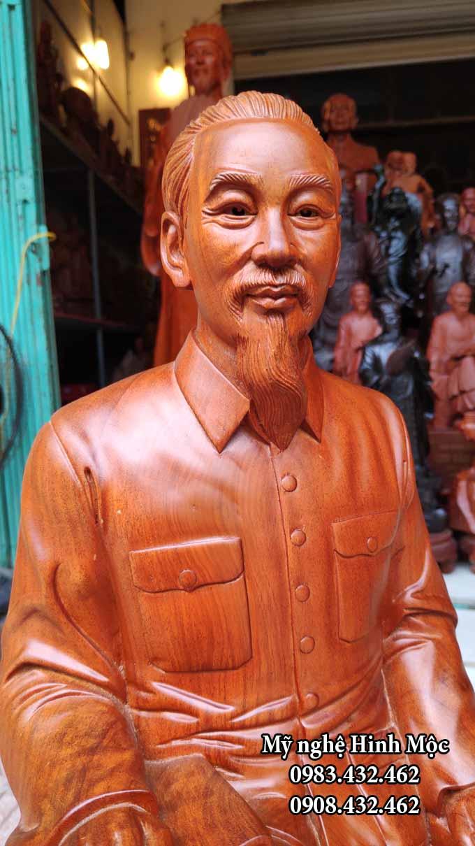 Tượng gỗ chủ tịch HCM