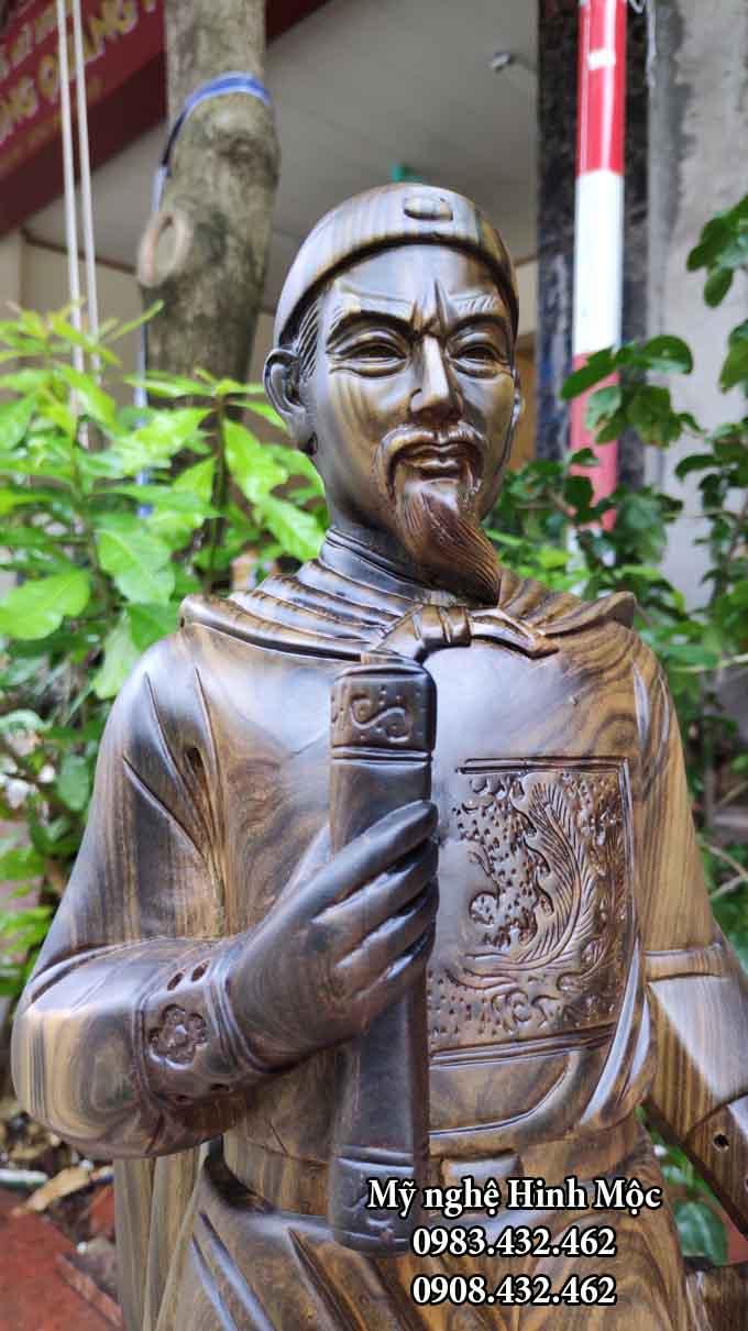 Ông Trần Hưng Đạo bằng gỗ mun