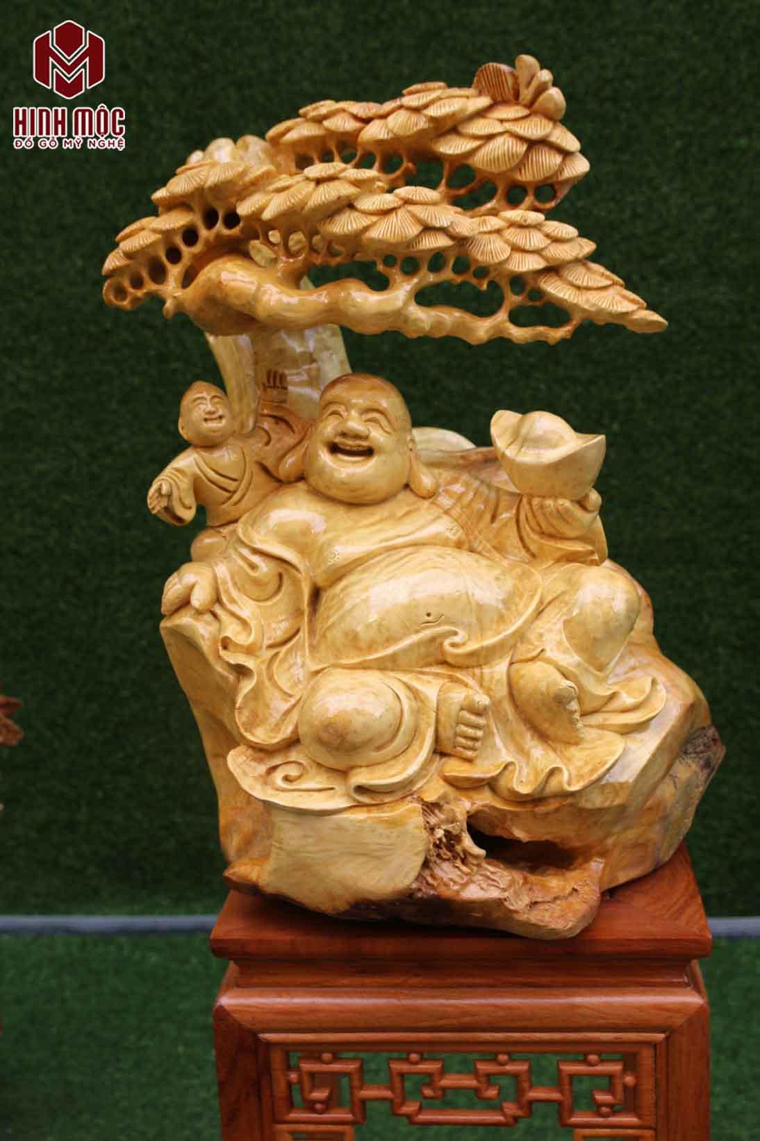 Phật Di Lặc ngồi cây tùng
